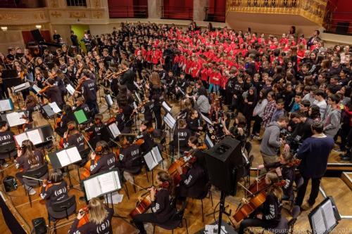 Spevácky zbor a orchester Superar na pódiu vo Wiener Konzerthaus